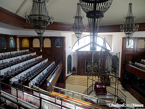The interior of the synagogue (Photo: Carin M. Smilk)