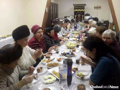 A recent women's gathering and kosher meal at the synagogue.