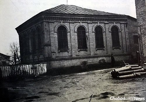 A Soviet-era photo of the synagogue in Berdichev, which sometimes served as home to an underground yeshivah in the 1930s. Today, the building is in need of significant repair, something Thaler hopes to accomplish in the future. (Photo: Shimon Yantovsky)