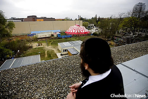 Teichtal looks down from a roof top to the area with a temporary circus tent, where he is planning to build a Jewish campus. (AP Photo/Markus Schreiber)