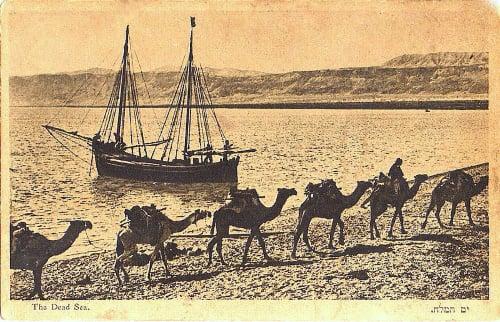 Transporte sobre e perto do Mar Morto em 1920.