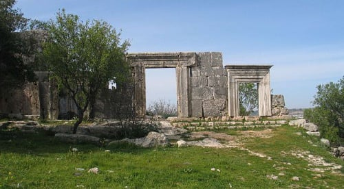 The ancient synagogue at Meron (credit: Bukvoed).
