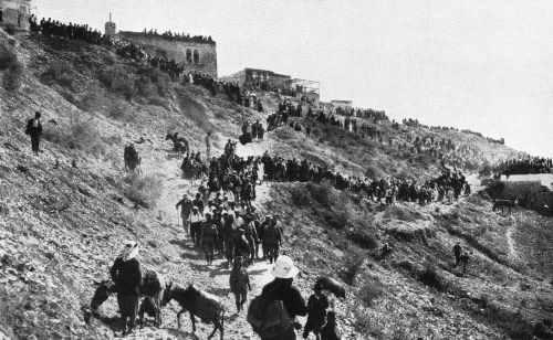 """""""יהודים עולים למירון"""", שנת 1920"""