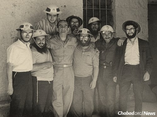The yeshivah students of Torat Emet in their civil defense helmets on Friday, June 2, 1967, three days before the war. The four older students to whom the Rebbe's telegram was addressed were Shmuel Langsam, fifth from right, back row; Shmuel Rodal, third from right, front row; Shlomo Schwartz, third from right, back row; and Yehuda Leib Ives, far right. (Photo: Shmuel Langsam)
