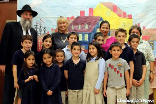 Rabbi Yitzchok Minkowitz with students and teachers at Maimonides Hebrew Day School in Fort Myers, Fla.