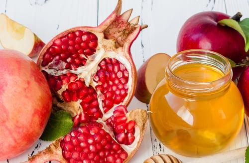 תפוח בדבש ורימון. סימני ראש השנה לשנה טובה ומתוקה