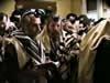 """""""אסיר ציון"""" הרב יוסף ביגון מבקר בבית הרבי בעת תפילת שחרית"""