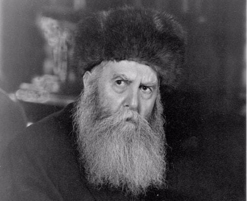 The Previous Rebbe wearing his shtreimel (or more accurately, a kolpik).