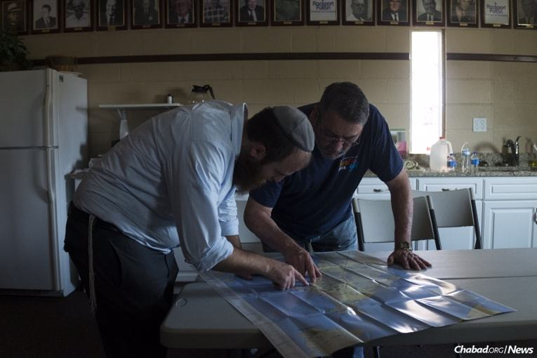 Schmukler, left, maps out the area with Bob Guy, a member of the Rockport-Fulton Chamber of Commerce, before beginning local cleanup and recovery efforts in Rockport. (Photo: Verónica G. Cárdenas/Chabad.org)