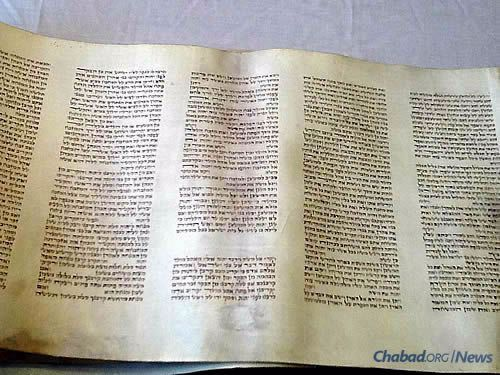The end of one Torah-reading cycle and the start of another. (Photo: Beis Yisroel Torah Gemach)