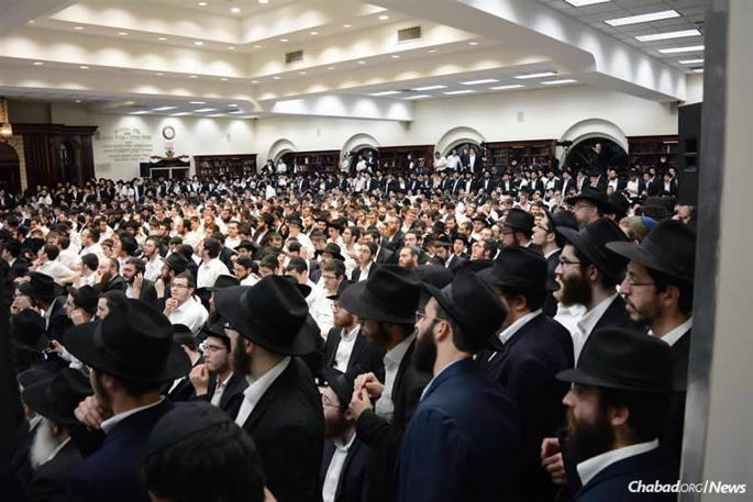 The inspirational event culminated with a gathering attended by some 1,500 people at Oholei Torah in the Crown Heights neighborhood of Brooklyn, N.Y. (Photo: Vaad Talmidei Hatemimim)