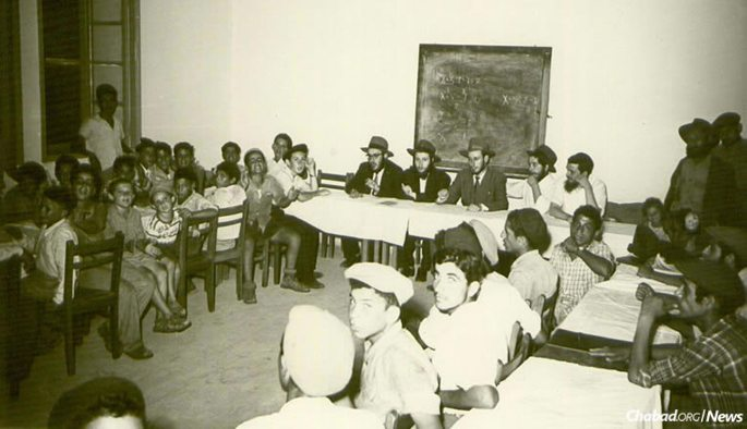 Even then, Chabad schools throughout Israel were geared not only to those from its own community, but to Jewish children from all backgrounds, including new immigrants of Sephardic and Yemenite heritage. (Photo courtesy of Yimei Temimim Archive)