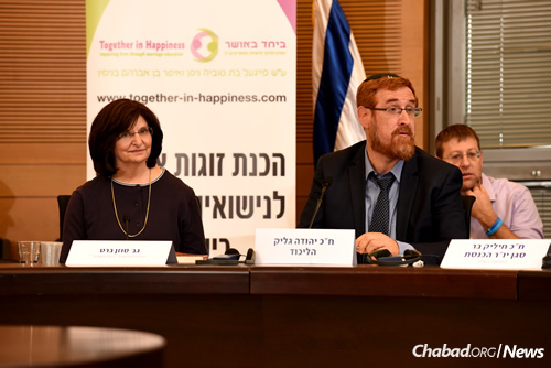 """Susan Barth, founder and director of B'Yachad B'Osher, the """"Together in Happiness Center for Marriage Education,"""" and Knesset Member Yehuda Glick (Photo: Eden Video)"""