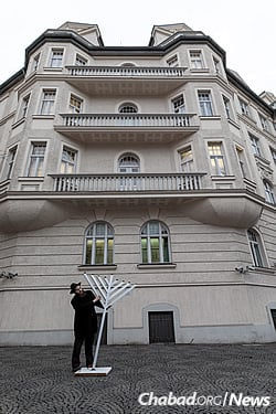 Rabbi Yochonan Gordon moves an oversized menorah to set up outdoors for Chanukah. (Photo: Mitya Kolomiyets)