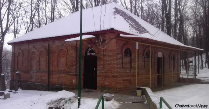 The resting place of Rabbi Schneur Zalman of Liadi, the founder of Chabad-Lubavitch, in the small town of Haditch, Ukraine. He passed away on this day (the 24th of the Hebrew month of Tevet) in 1812. (Photo: Uman Express)
