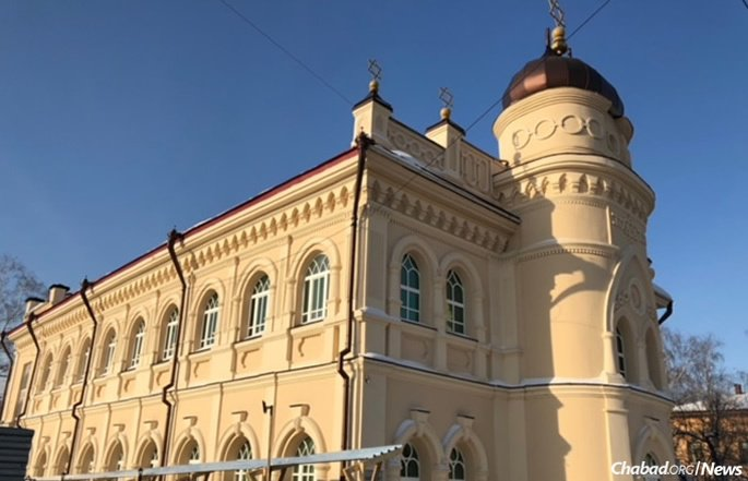 Rabbi Levi and Gitty Kaminetsky have led the Tomsk Jewish community since 2004. They run programs out of the Choral Synagogue, which was restored in 2010.