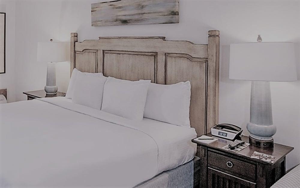 G_Accommodations-1-Lodge-King.jpg