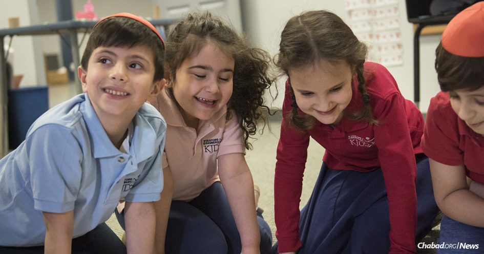 Students at the Stanford Eisenberg Knoxville Jewish Day School in Tennessee take part in fun-filled, experiential learning.