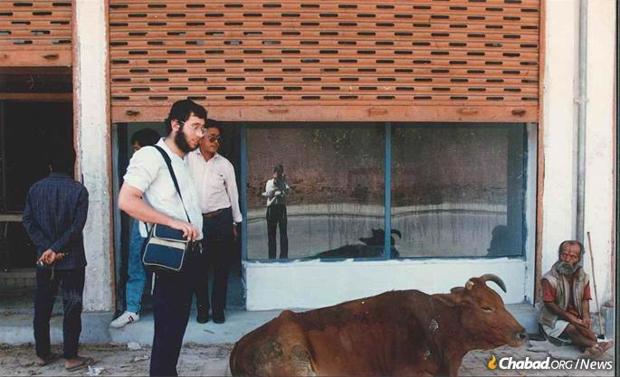 Mendel Kastel arrives in Nepal in 1989.
