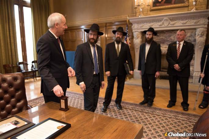 Rabbis meet with Arkansas Gov. Asa Hutchinson.