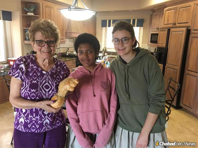 """Roz Resnick displays the """"key challah"""" she received from Eden Reese and Chaya Muchnik."""