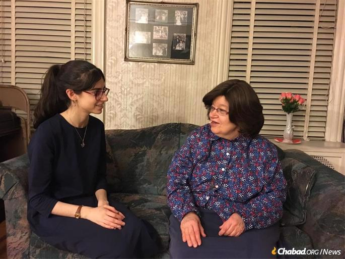 The first round of the project involved three high schools: Beth Rivkah and Bnos Menachem in Crown Heights, and Lubavitch Girls' High School of Chicago. Here Shterna Sara Vaisfische interviews her grandmother, Miriam Nemanow. (Photo: JEM)