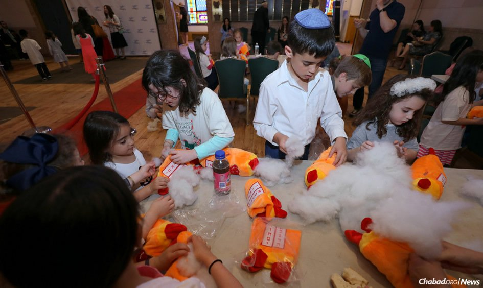A record number of Jewish children are expected to hear the reading of the Ten Commandments in synagogues around the world this year, as well as enjoy dairy treats and make holiday crafts. (File photo: Chabad of Binghamton/Bentzi Sasson)