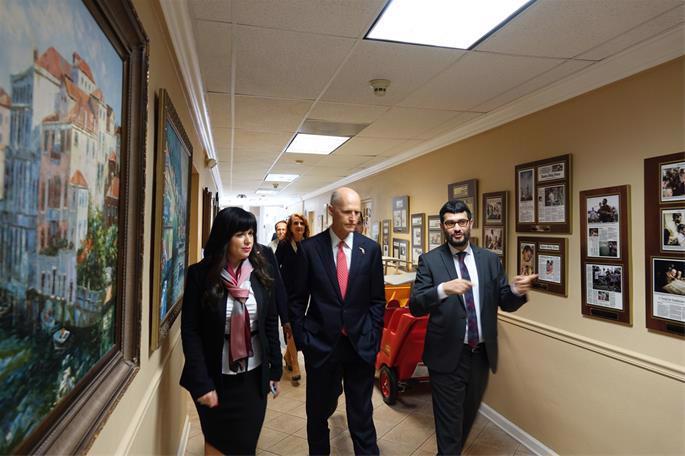 Rabbi Fishel and Etti Zaklos show the governor around the Chabad center.