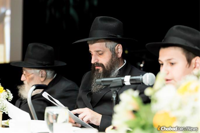 Father and grandfather listen to the bar mitzvah boy. (Photo: Norina Kaye)