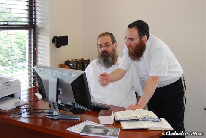 Rabbi Dovid Feldman and Rabbi Yisroel Shimon Kalmenson (Photo: Lahak)