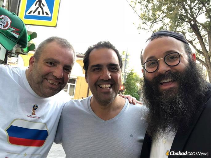 Alberto Galante, center, with Rabbi Chaim Danizinger, right, in Rostov
