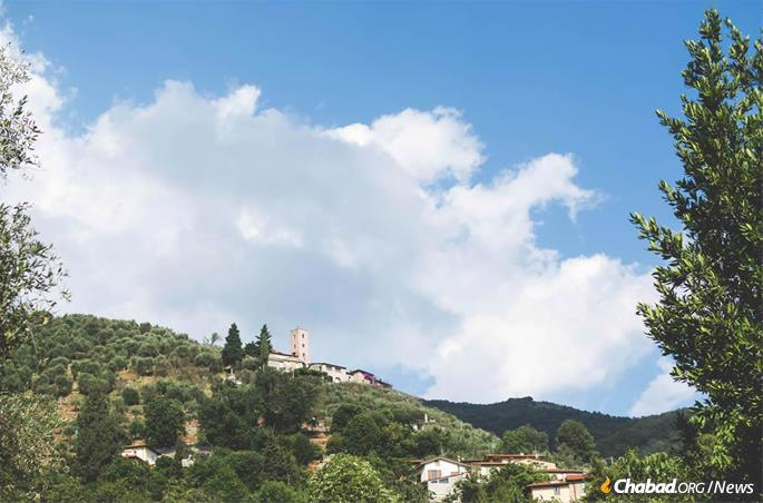 """""""The kids wake up and go to sleep with beauty all around them,"""" says Batsheva Helena Goldreich, who spent this summer as a counselor at Camaiore. """"It's breathtaking."""" (Photo: Batsheva Helena Goldreich for Chabad.org)"""