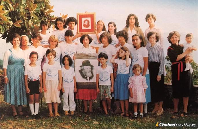 A group photo of Pardes Chana, Gan Israel's sister camp named for the Rebbe's mother, Rebbetzin Chana Schneerson. Bassie Garelik is seen on the far right.