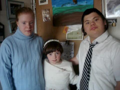 Da direita para a esquerda - Avichai, Shalchevet e Keren