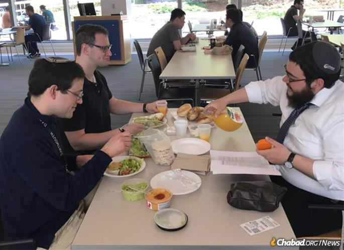Rabbi Fogelman leading a weekly lunch-and-learn program at the UMass medical school.
