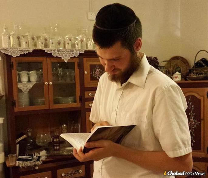 Eliyahu Moscowitz, a 24-year-old kosher supervisor, was shot and killed on Simchat Torah while walking in a park. He will be honored in a memorial service on Oct. 11 in Chicago.
