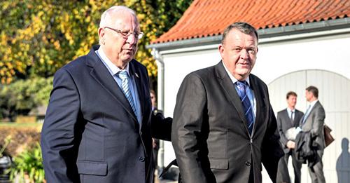 Presidente israelense Reuven Rivlin (l) comemorou o 75º aniversário do resgate dos judeus dinamarqueses ao lado do primeiro-ministro Lars Loekke Rasmussen, na Dinamarca, em 11 de outubro de 2018. Foto: Reuters / Mads Claus Rasmussen.