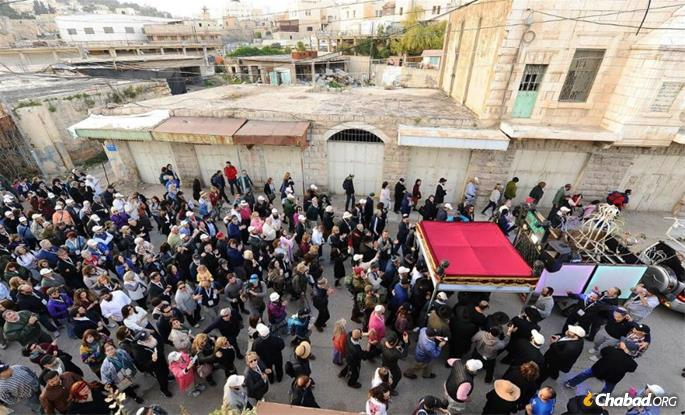 A new Torah scroll is welcomed to Hebron with singing and dancing. (Photo: The Hebron Archive)
