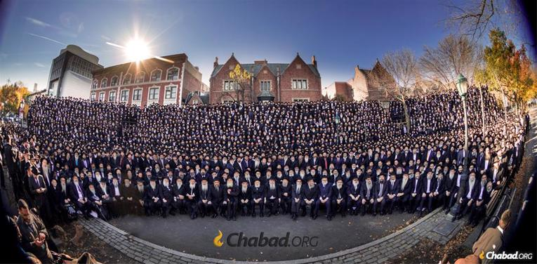 Thousands of Chabad-Lubavitch emissaries gather in front of Chabad-Lubavitch world headquarters. (Photo: Mendel Grossbaum for Chabad.org)