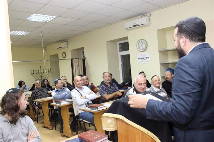 The community has a popular kollel Torah-study group for men.