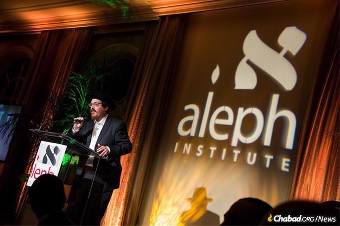 Rabbi Zvi Boyarsky, Aleph's director of constitutional advocacy, speaks at an Aleph Institute dinner.