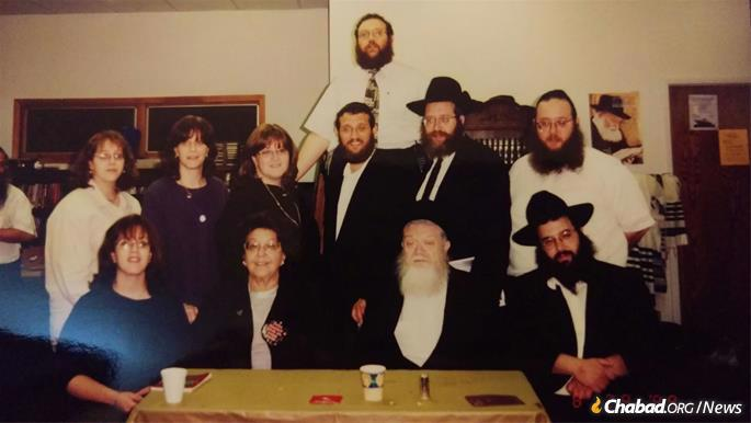 Rabbi Mendel and Sarah Nechama Baumgarten with their children