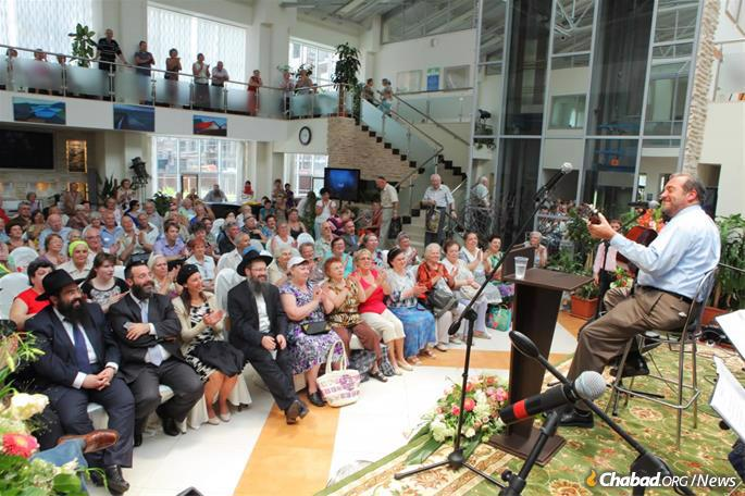 Performing for the elderly at the Shaarei Tzedek Social Services Center in Moscow.