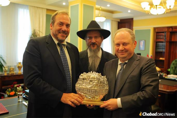 Eckstein, Chief Rabbi of Russia Berel Lazar and a Russian official on a recent trip to Moscow