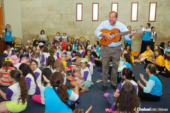 Eckstein traveled with a guitar, frequently entertaining wherever he went.