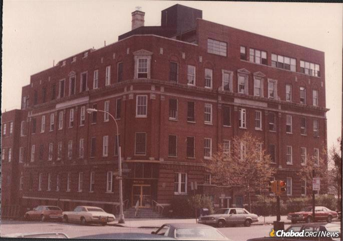 In April of 1979, Rabbi J.J. Hecht purchased the Lefferts General Hospital for $500,000 as a dormitory for the Iranian boys. Unbeknown to him, the building had been previously gutted by looters, but NCFJE spent enormous sums to make it habitable. Beth Rivkah elementary school stands in its place today.