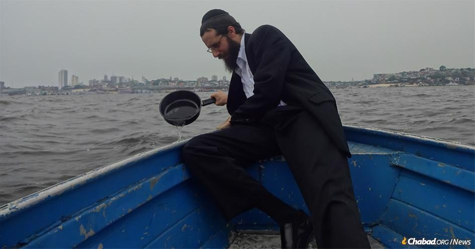 Quando o Rabino Arieh Raichman estava crescendo no Texas ele jamais imaginou que iria casherizar louças e panelas no Rio Amazonas no Brasil.