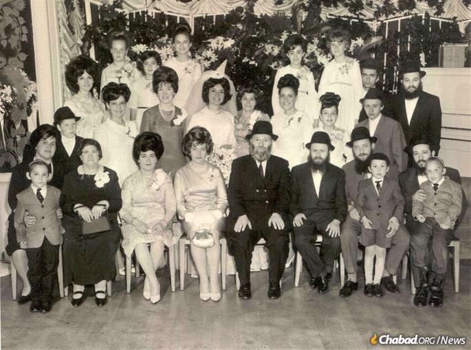 O rápido crescimento dos Kazens em um casamento da família.