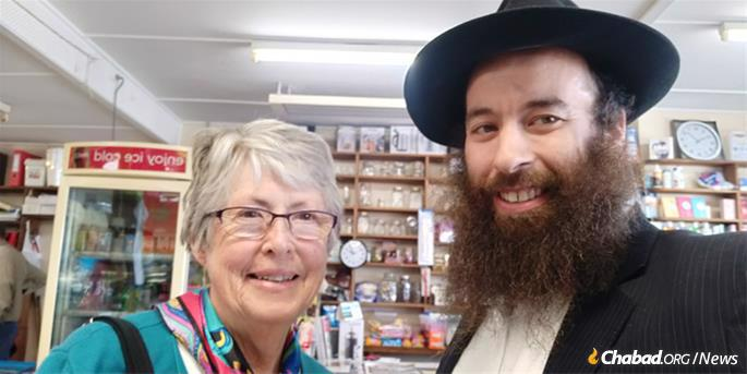 The rabbi then headed to the towns of Lady Barron (pop. 264) and Whitemark (pop. 301), where he met a woman who wanted to know more about her Jewish heritage.