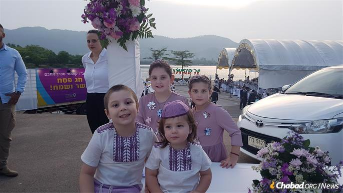 """The Goldshmid children get ready to ask """"The Four Questions"""" in front of thousands of Seder guests."""